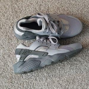 Nike Huarache's Size 4y